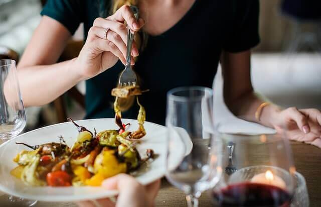 restaurant tips on how to stay on a diet and eat healthy